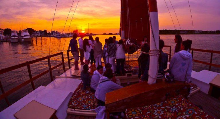 Fiesta en el Barco Sunset para Despedidas Tarragona